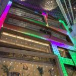 環貿iapm商場のレインボー色サイネージ