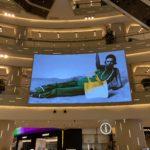 環貿iapm吹き抜けエリアの大型LEDビジョン